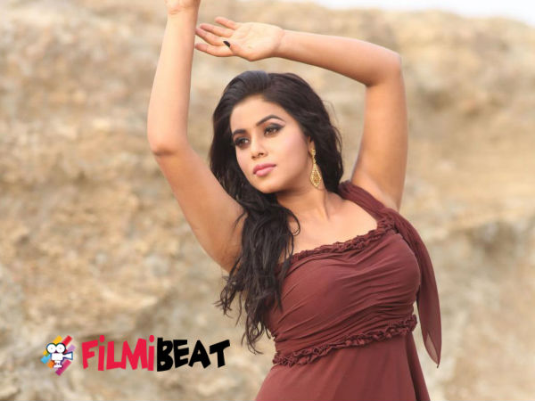 Shamna Kasim Against 'Mili