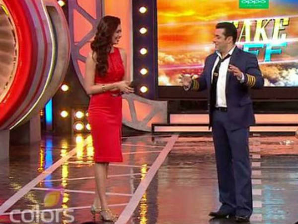 Karishma In Bigg Boss 8 With Salman Khan