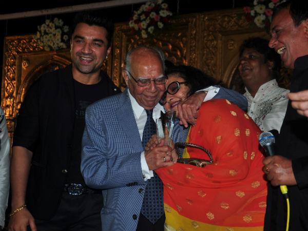 Ram Jethmalani Leena Chandavarkar Dharmendra Ram Jethmalani Kisses Ram Jethmalani Smooches