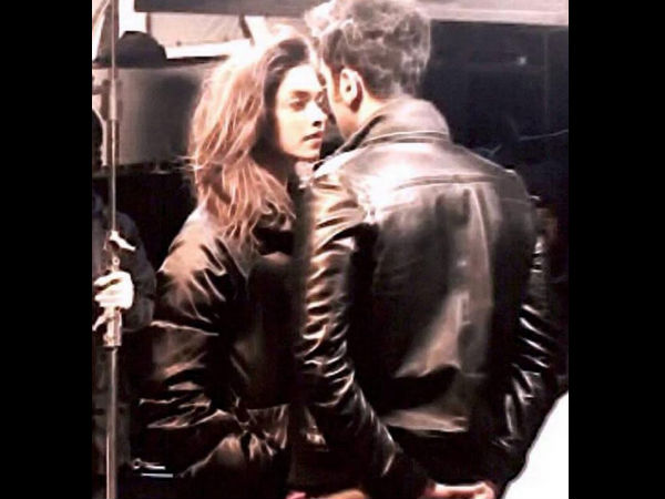 Ranbir-Deepika Romantic Moment