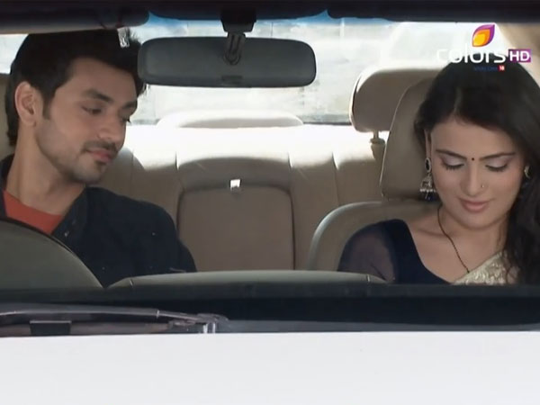 Ishaani-Ranveer In Car
