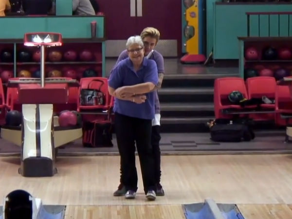 Watch Hilarious Video of Justin Bieber Learning To Bowl on #RepeatAfterMe