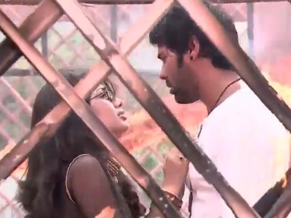 Pragya Propose Amidst Fire!