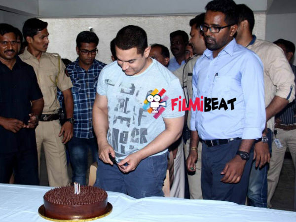 Aamir Khan Cuts Cake