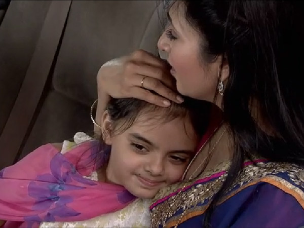 Ishita And Ruhi Escape