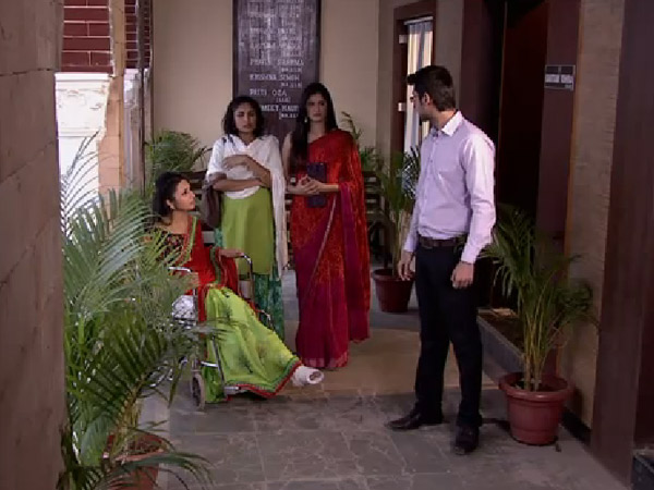 Ishita Confronts The Lawyer