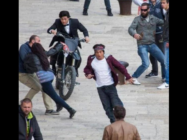 SRK Being Chased By Bike