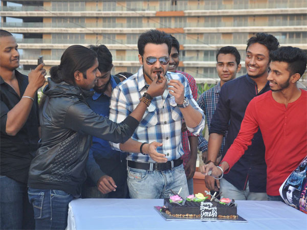 Fans With Emraan