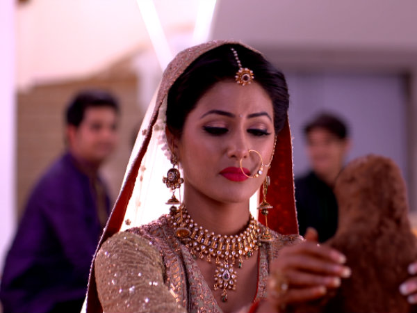Akshara Unhappy