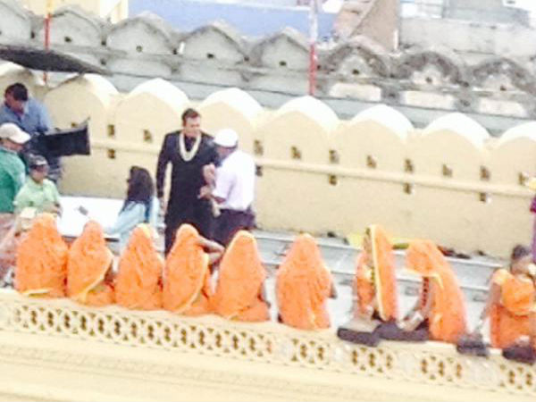 Salman Khan On PRDP Sets