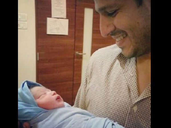 Exclusive Pic: Vivek Oberoi With His Newborn Baby Girl!
