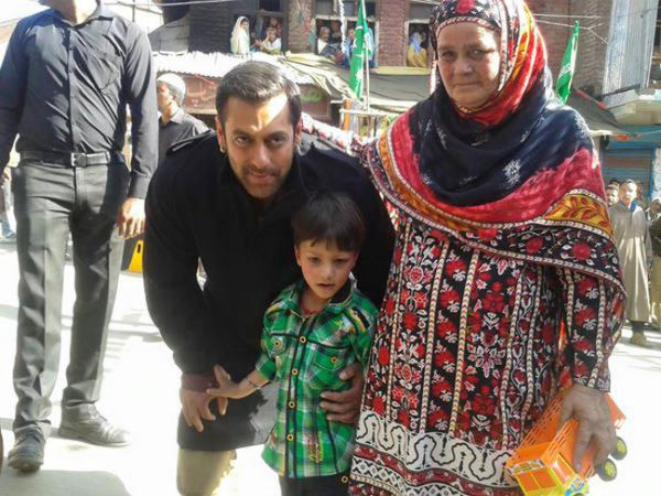 Salman With His Little Fan