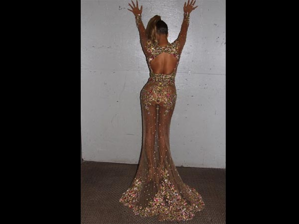 Met Gala 2015: Beyonce Shows Her Curves In A Sheer Gown