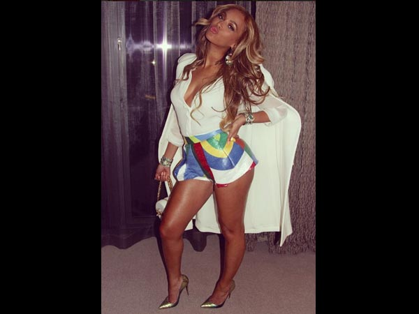 Beyonce Is Flooding Instagram With Flawless Amp Curvy Pics