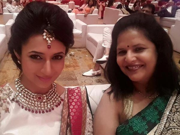 Photo of Divyanka Tripathi & her Mother  Neelam Tripathi
