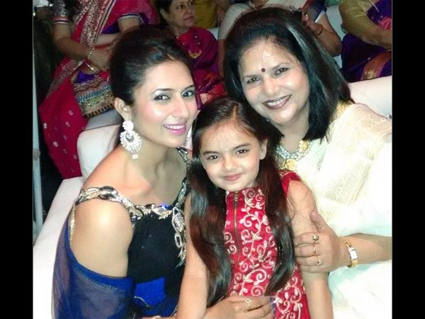 Divyanka With Mother And Daughter
