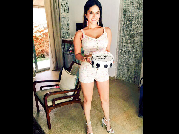 Birthday Cake Images With Name Sunny : Pics: Sunny Leone s Birthday Celebration With Lots Of ...
