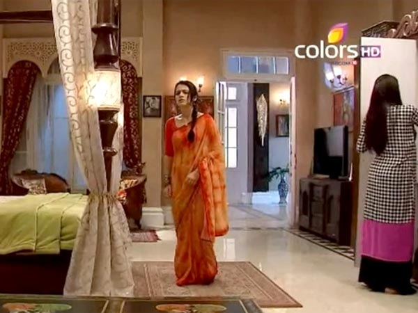Ritika Takes Ishaani To Her Bedroom