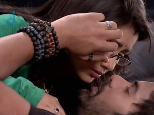 Abhi Gets Close To Pragya