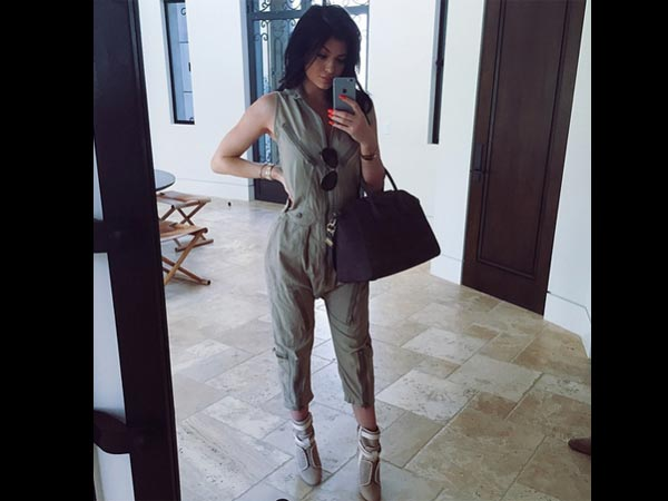 Kylie Jenner Slams Pregnancy Rumours With This Selfie!