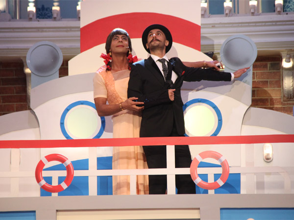 When Gutthi And Ranveer Singh Gave Titanic Pose On Comedy Nights With Kapil!