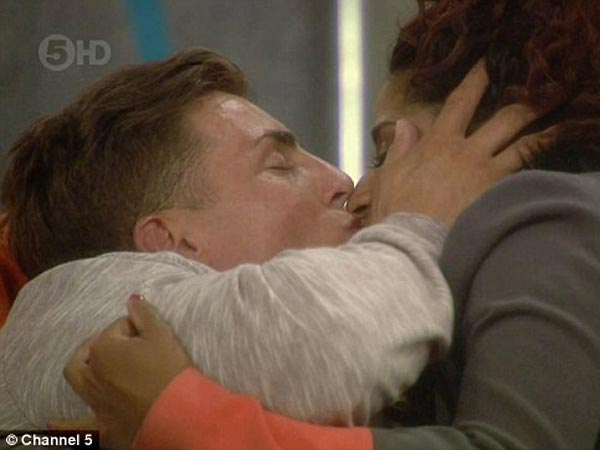 Marc O'Neill & Sam Kay Kiss & Make Out At Big Brother House!