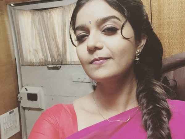 Subramaniapuram Actress Swati Reddy's Reply To Her Fan's Rude Comment Makes Him Delete His Account!