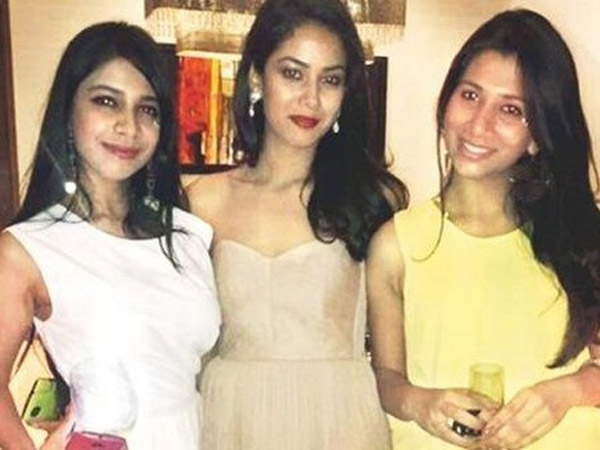 Mira Rajput With Her Friends