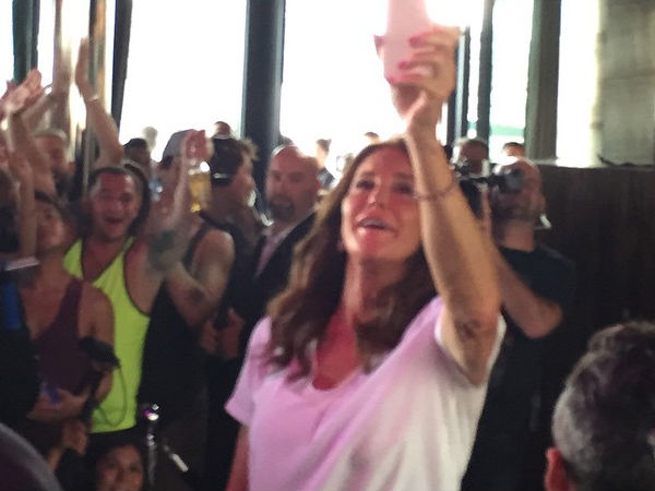 Caitlyn Jenner Makes 1st Big Appearance, Gets Love From Crowd