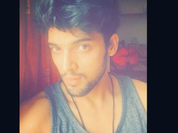 Kaisi Yeh Yaariyan's Manik Aka Parth Samthaan Is Back To Shoot [PICS]