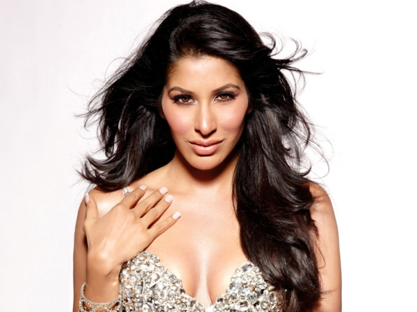 Sophie Choudry ‏@Sophie_Choudry: