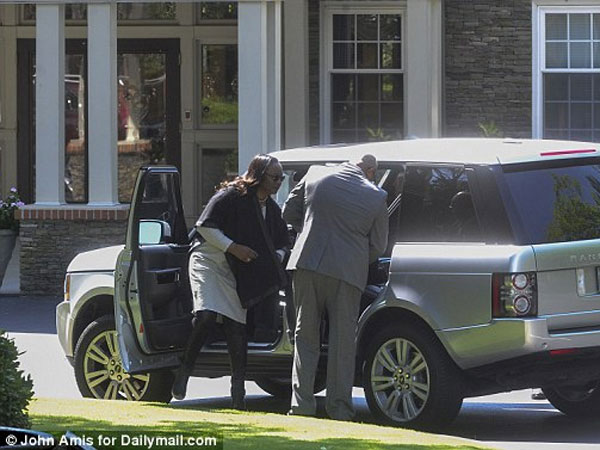 Bobbi Kristina Brown's Family Losing Hope? Hearse, Tent Spotted At Hospice Center