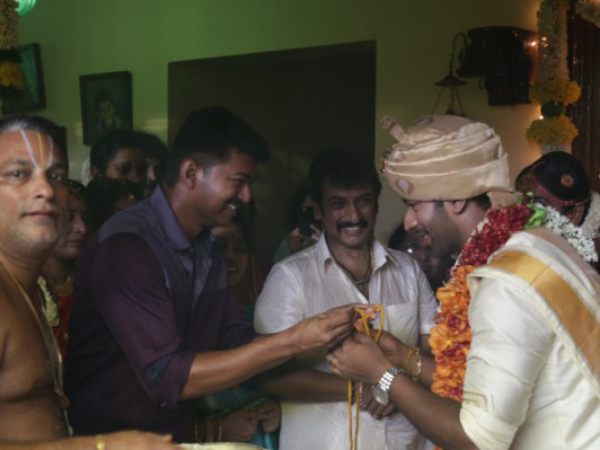 Vijay Doing The Honours