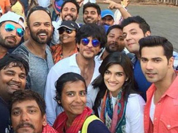 Shahrukh Khan With Dilwale Team