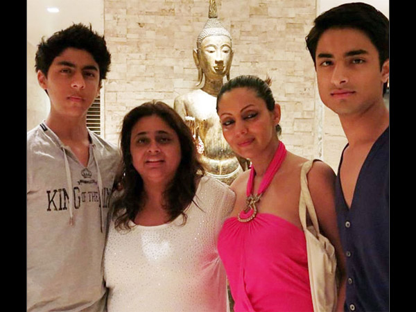 Aryan-Gauri With Friends