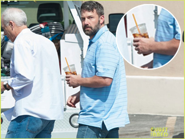 Ben Affleck Goes Out Without Wedding Ring
