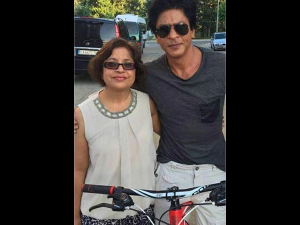 Shahrukh Khan With A Lady Fan