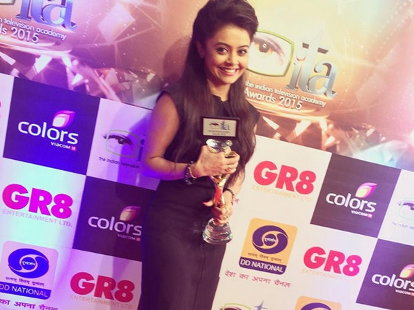 Devoleena With The Award