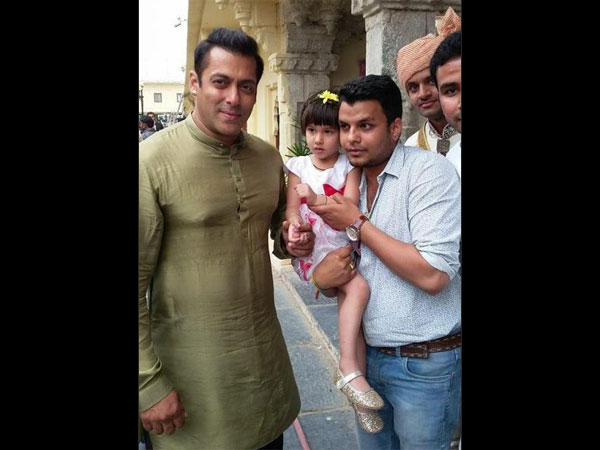 Salman With Fans