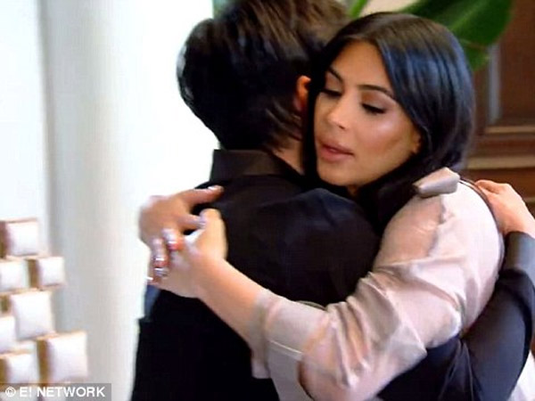 KUWTK: Kris' Sex Life, Kourtney Cries After Scott's Cheating Scandal, Kim Pissed With Khloe