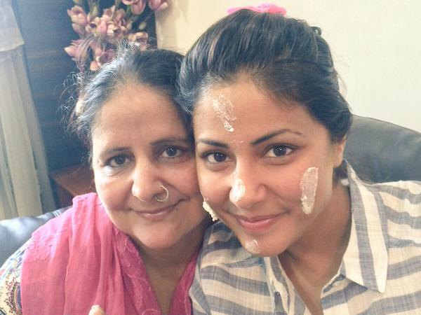 Hina Khan With Mom