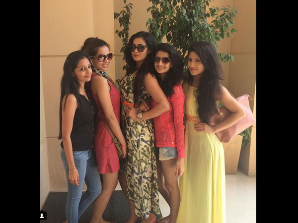 Shweta Posing With Friends & Daughter