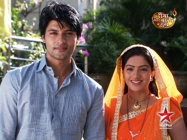 Diya Aur Baati Hum: Sooraj-Sandhya Caught By Team Garjana!