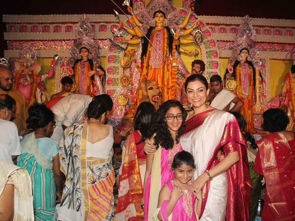 Sushmita With Daughters