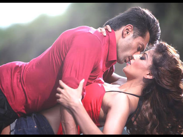 Hot Scene With Bipasha