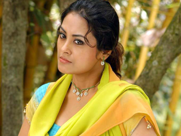 Actress slaps assistant director tamil actress hits assistant unbelievable thuppakki actress meenakshi slaps assistant director for no reason altavistaventures Gallery