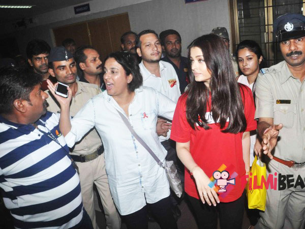 Aish Clicked By The Shutterbugs