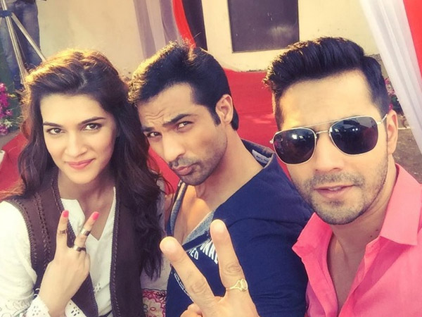 Mohammad Snapped with Varun & Kriti