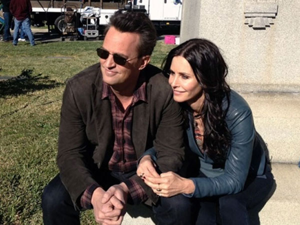 Courteney Cox & Matthew Perry : The 'Friends' Couple Dating In Real Life?