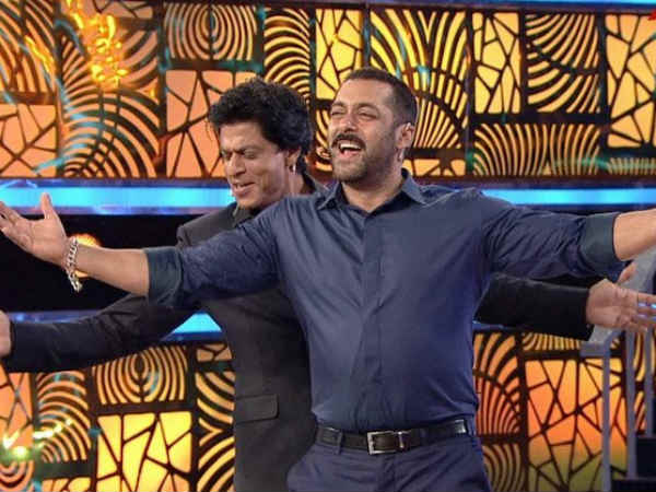 SRK-Salman Play Games; Relive Their Childhood Days!